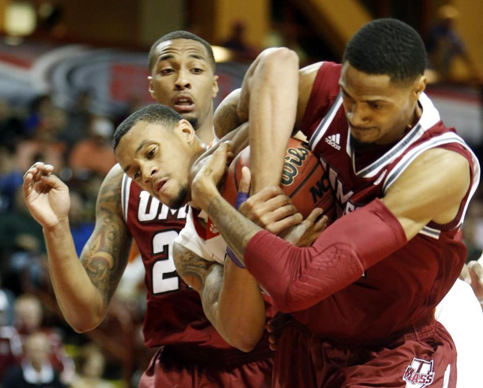 UMass's Raphiael Putney (right) battles for the ball with Clemson's K.J. McDaniels.